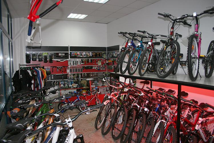 Вие разглеждате снимки от статията: Богдан Бояджиев откри втори магазин в Люлин